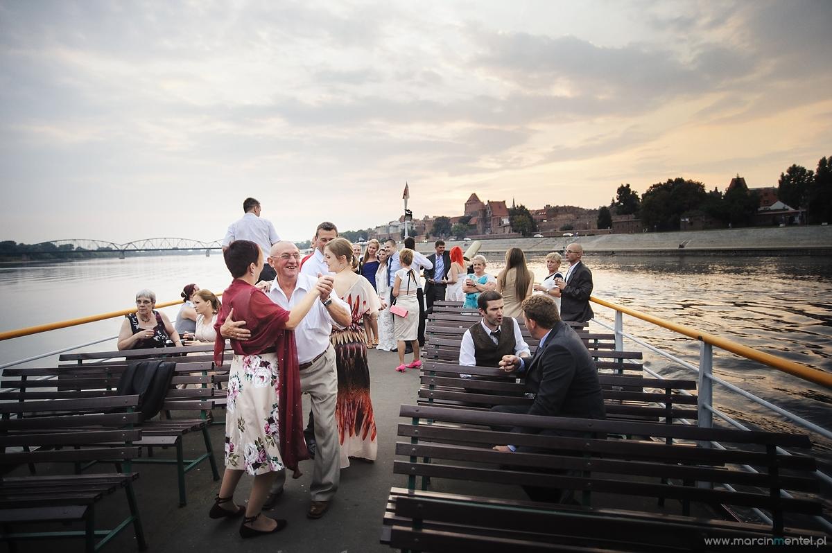 reportaż_ślubny_toruń_hotel_gotyk_rubinkowo_USC_barka_na_statku993