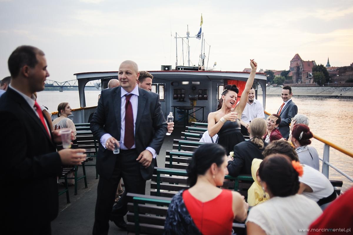 reportaż_ślubny_toruń_hotel_gotyk_rubinkowo_USC_barka_na_statku995