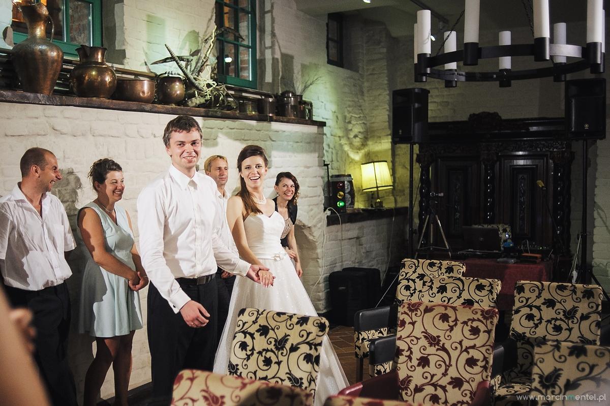 fotografia_slubna_reportaz_slubny_Torun_hotel_1231_parafia_jakuba_plener_slubny_torun_i_okolice0571